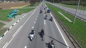 VITRYSSLAND MINSK - April 23, 2016: Motorcykelsäsongöppningen ståtar med tusentals cyklister på vägen arkivfilmer