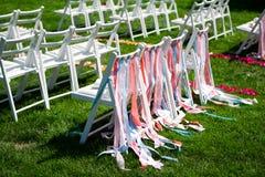 Vitstolar för en bröllopceremoni Arkivbild