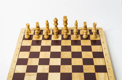 Vitstycken - schackbräde på vit bakgrund i studio Arkivbild