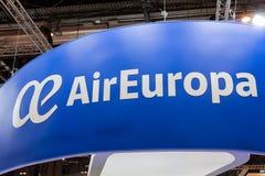 Vitt Air Europa emblem på blå bakgrund royaltyfri foto