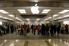 Vitt Apple för svart fredag lager arkivfoto