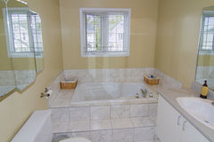 Vitt badrum Royaltyfri Foto