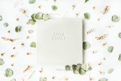Vitt bröllop- eller familjfotoalbum Fotografering för Bildbyråer
