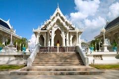 Vitt buddistiskt tempel Royaltyfri Bild