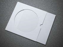Vitt CD kuvert med det pappers- arket Arkivfoton