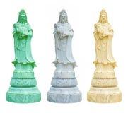Vitt, elfenben och gröna statyer av Guanyin rym en vas av heligt vatten royaltyfri foto
