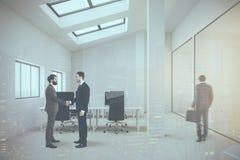 Vitt folk för framdel för takvåningöppet utrymmekontor Arkivbild