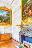 Vitt galleri med målning i den storslagna Trianon Chateau de Ve Arkivfoton
