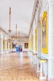 Vitt galleri med målning i den storslagna Trianon Chateau de Ver Royaltyfri Fotografi