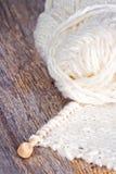 Vitt handarbete på lantlig träbakgrund Fotografering för Bildbyråer