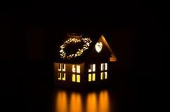Vitt hus för ljusstake Royaltyfri Foto