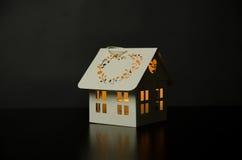 Vitt hus för ljusstake Arkivfoto