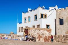 Vitt hus i Essaouira, Marocko Arkivfoton