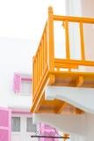 Vitt hus med balkongorangefärg Royaltyfria Bilder