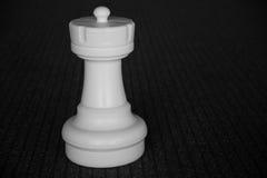 Vitt isolerat schacktorn royaltyfri foto