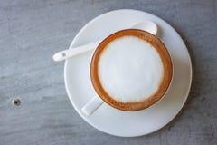 Vitt kaffe i morgonen royaltyfria bilder