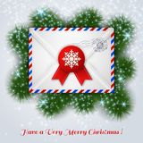 Vitt kuvert för jul med den röda vaxskyddsremsan och den post- stämpeln Arkivbild