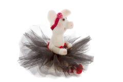 Vitt leksaksvin i en ballerinakjol Arkivfoto