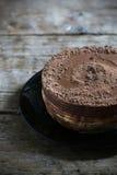 Vitt och mjölka den enkla men rika efterrätten för chokladkakan Royaltyfri Fotografi