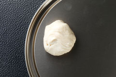 Vitt pulver för pålagd rotiråvara bleckplåten föreställer Royaltyfria Foton