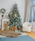 Vitt rum med juldesign Royaltyfria Foton