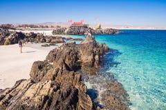 Vitt sandstrand- och turkoshav i Bahia Inglesa, Chile royaltyfria foton