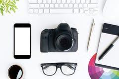 Vitt skrivbord för fotograf överst Fotografering för Bildbyråer