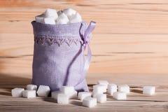 Vitt socker skära i tärningar closeupen arkivfoton