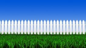Vitt staket och gräs Arkivfoto