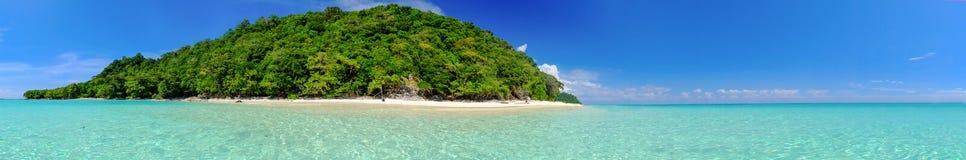 Vitt strandblåtthav på den Rok ön Thailand Arkivbilder