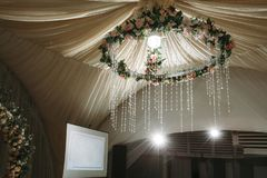 Vitt tält för bröllopceremoni arkivfoto