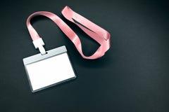 Vitt töm personalidentitetsmodellen med den rosa taljerepet royaltyfri bild