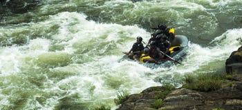 Vitt vatten som Rafting i Kitulgala Sri Lanka Arkivfoto