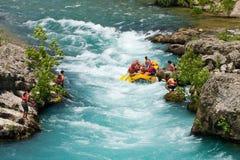 Vitt vatten som rafting på forsarna av floden Manavgat Royaltyfri Fotografi