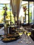 Vitt vin, bakgrund Royaltyfria Bilder