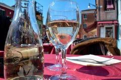 Vitt vin Italien, burano arkivfoton