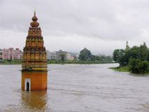 Vitthaltempel Vitthalwadi in water, Pune wordt ondergedompeld die stock afbeeldingen