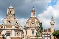 Vittoriano宫殿雕象维托里奥・埃曼努埃莱・迪・萨伏伊纪念碑的,阿尔塔雷della帕特里亚,威尼斯广场,罗马意大利 图库摄影