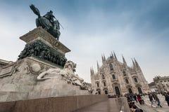 Vittorio Emanuele zabytek przy piazza Duomo kwadratem obraz stock