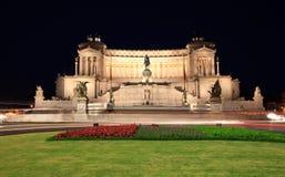 Vittorio Manuel en la plaza Venezia por noche Foto de archivo libre de regalías