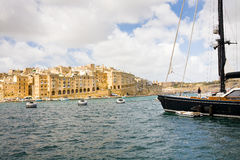 从Vittoriosa看见的森格莱阿,马耳他 免版税库存图片