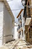 Viuzza della città Capileira in La Alpujarra, Granada, stazione termale Immagine Stock
