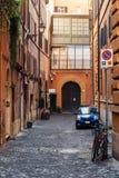 Viuzza nel centro di Roma, Italia Immagini Stock Libere da Diritti