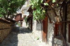 Viuzza nella vecchia città di Nessebar Immagine Stock