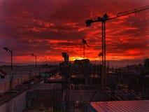 Viva e aprecie o por do sol a construção do aeroporto imagens de stock