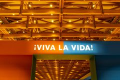 Viva la维达,手段居住您的生活标志 免版税图库摄影