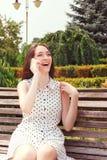 Vivacious девушка держа мобильный телефон Стоковые Фото