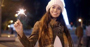 Vivacious молодая женщина празднуя рождество Стоковая Фотография RF
