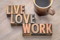 Vivant, aimez, travaillez l'abrégé sur mot dans le type en bois Photos libres de droits