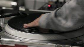 Vive el funcionamiento del rasguño de DJ profesional metrajes